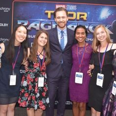 """lolawashere: """"Tom Hiddleston poses with some of the Marvel Studios' Thor: Ragnarok Superpower of STEM Challenge's finalists on the red carpet before watching the Premiere of Thor: Ragnarok in Los Angeles on October 10 2017. """" Loki Tv, Thor, Tom Hiddleston 2017, Avengers 2012, Stem Challenges, Walt Disney Studios, Thomas William Hiddleston, Married Woman, Studio S"""