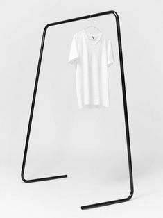 Oneline is a minimalist design created by England based designer Klemens Schillinger. The design is essentially a single steel tube bent in four places. The structure becomes stable yet lightweight and minimalist due to these simple bends. Clothes Rail, Clothes Hanger, Modern Clothes Racks, Modern Clothing, Vintage Clothing, Home Furniture, Furniture Design, Furniture Ideas, Furniture Vintage