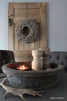 Stylen met grote vazen stek bloemen pinterest nordic style rustic charm and decoration - Grote ronde houten tafel ...