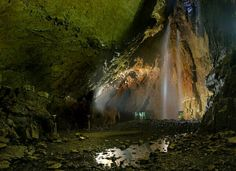The largest cave chamber in Britain—big enough to fit a whole cathedral inside. Cornwall England, Yorkshire England, Yorkshire Dales, North Yorkshire, London England, Oxford England, Waterfalls In Yorkshire, Great Fire Of London, Castles In England