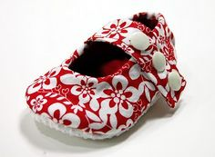 Free pdf pattern for soft baby shoes.