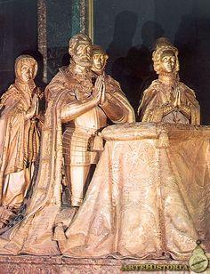 Estatuas orantes de Carlos V y su familia