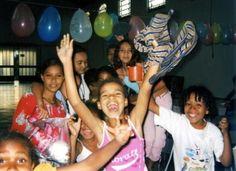 La parrocchia di Santa Margherita Maria Alacoque si trova su una collina nella periferia di Belo Horizonte, nel sobborgo di Sagrados Corações. Qui, nella favela di São José, sopra i tetti della terza metropoli più grande del Brasile, vivono i più poveri della città.  http://acs-italia.org/progetti-in-corso/belo-horizonte-nuove-prospettive-per-i-giovani-di-una-favela/