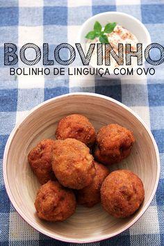 BOLOVINHO -- Receita de bolovinho, que nada mais é do que um bolinho feito de uma massa de linguiça, recheado com ovo, empanado e frito que fica incrivelmente gostoso! #petiscos #aperitivos #bolovo #receitaemvideo