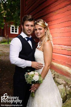 Helen Shippey Bröllopsfotografering i trädgården på Köpings Prästgård, Västmanland  #Bröllop #Brud #Bröllopsfotograf #Porträttfotograf i #Västmanland #tängstagård #tängsta Tel. +46 72700 80 94