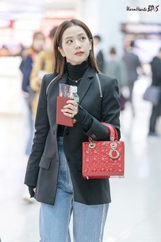 BLACKPINK at ICN Airport The Effective Pictures We Offer You About Airport Outfit bts A quality picture can tell you many things. You can find the most beautiful pictures that can be presente Korean Airport Fashion, Korean Fashion, Korean Ootd, Blackpink Jisoo, Blackpink Fashion, Daily Fashion, Petite Fashion, Curvy Fashion, Fashion Trends