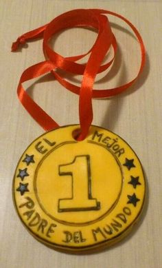 Medalla al mejor padre del mundo Fathers Day Crafts, Happy Fathers Day, World Thinking Day, Dad Day, Crafty Kids, Bee Happy, Craft Materials, Mother And Father, Cute Gifts