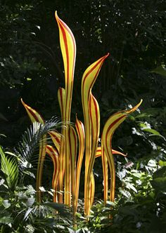 """(R) DALE CHIHULY  YELLOW AND RED STRIPED HERONS, 2005  """"CHIHULY AT FAIRCHILD""""  DECEMBER 9, 2006 – MAY 31, 2007  FAIRCHILD TROPICAL BOTANIC GARDEN  CORAL CABLES, FLORIDA"""