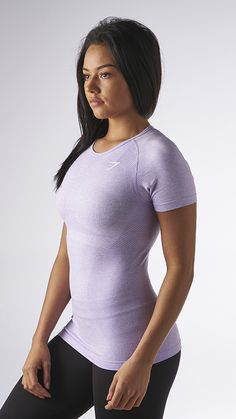 The Seamless t-shirt in lilac has a Seamless knit for improved comfort and closeness of fit. Perfect for all your exercises.