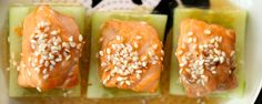salmon on cucumber I Foods, Cantaloupe, Cucumber, Sushi, Salmon, Food Photography, Fruit, Ethnic Recipes, Atlantic Salmon