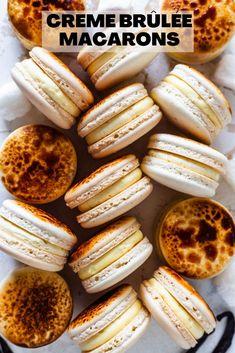 Creme Brûlée Macarons #cremebrulee #macarons #frenchmacarons #cookies #holidays #christmas French Buttercream, Orange Buttercream, Macaron Flavors, Macaron Recipe, Macaron Cookies, Fancy Desserts, Delicious Desserts, Yummy Food, Baking Recipes