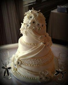 Sugar Blossom Wedding - by rushing31 @ CakesDecor.com - cake decorating website