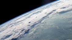 O Polo Norte terrestre está situado no Oceano Glacial Ártico, onde o mar está coberto por uma camada de gelo.