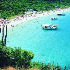 """02. Arraial do Cabo:  Conhecido como ''Paraíso do Atlantico"""", por sua beleza exuberante, arraial do cabo é um lugar maravilhoso para se conhecer, localizado no estado do Rio de Janeiro, considerado um dos lugares mais bonito do Brasil."""