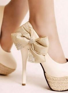 High heels with bow attached  want !
