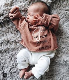 One more puddle mom / umbrella baby tee - Fin & Vince @devonlynnw #finandvince Organic baby clothing, newborn clothing.