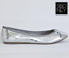 Cod: 4039-005 Color Plata Metalizado Precio: 520 Serán mías!!! Amo los zapatos plateados. ♥