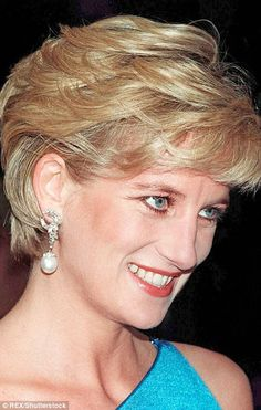 Perhaps more than any other part of her appearance, Diana's hair defined her. Here we detail how her look changed from 1981 through to one of her final public appearances. Princess Diana Photos, Princess Diana Fashion, Princess Diana Family, Royal Princess, Princess Diana Hairstyles, Lady Diana Spencer, Princesa Diana, Diana Haircut, Short Hair Cuts