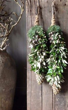 great decoratie hanger … gedeeld door marjolein 131 - Home Page Woodland Christmas, Noel Christmas, Country Christmas, Winter Christmas, Christmas Wreaths, Christmas Crafts, Green Christmas, Christmas Presents, Natal Natural