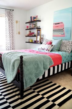 Bright, cool teen room / Click for More Home Ideas