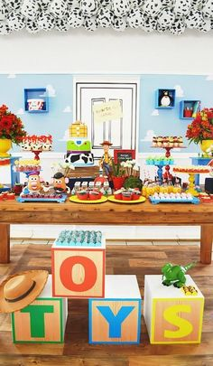 toy-story-birthday-party-ideas-via-little-wish-parties-childrens-party-blog-table #toy