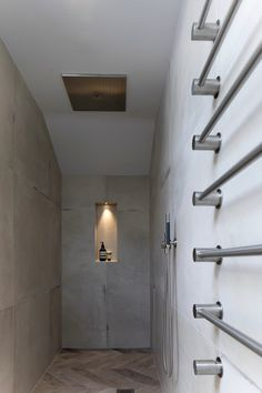 Concrete effect tiles & Vola- Contemporary walk in shower by Janey Butler Interiors & Llama Group
