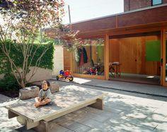 我們看到了。我們是生活@家。: 加拿大studio junction Inc由Peter Tan 與Christine Ho Ping Kong夫妻所成立,重建了倉庫成為特別的家
