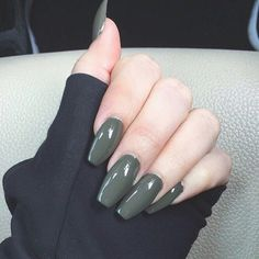 Found the perfect olive nail polish ??