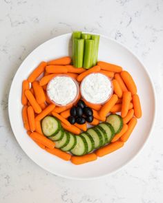 Our favorite Halloween snack ideas for school .cute, easy, non-candy ideas that kids will love! Pumpkin vegetable platter +our favorite Halloween snack ideas for school .cute, easy, non-candy ideas that kids will love!How did Halloween Comida De Halloween Ideas, Halloween Snacks For Kids, Healthy Halloween Treats, Fall Snacks, Halloween Appetizers, Halloween Food Ideas For Kids, Halloween Themed Food, Halloween Buffet, Hallowen Food