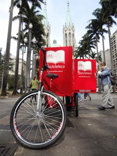 a bicycle that carries a small library through the city of São Paulo, Brazil.