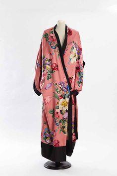 Floral Fashion, Kimono Fashion, Colorful Fashion, Vintage Fashion, Edwardian Fashion, Fashion Goth, Dressing Gown Pattern, Kimono Dressing Gown, 1920s Outfits