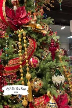 We Three Kings Collection from RAZ. Christmas tree inspiration from RAZ! Visit Trendy Tree to see thirteen years of beautifully decorated Christmas trees from RAZ Imports. Christmas tree ideas that you can copy for your own home. #trendytree #christmastree #christmastreeinispiration Christmas Balloons, Old World Christmas Ornaments, Christmas Store, Xmas Tree, Red Christmas, Whimsical Christmas Trees, Christmas Tree Decorations, Christmas Wreaths, Balloon Decorations