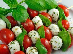 Brochette de tomate cerise et mozzarella : Recette de Brochette de tomate cerise et mozzarella - Marmiton