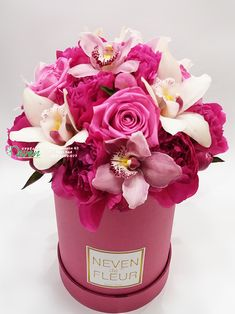 Flower box sa božurima, ružama i orhidejama Flower in box