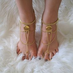 GEO CAGE gold barefoot sandals Unique Jewelry, Jewelry Design, Hand Chain, Bare Foot Sandals, Head To Toe, Anklets, Geo, Barefoot, Hands