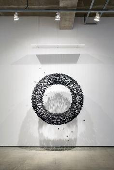Korean artist Seon Ghi Bahk recreates man-made structures by repurposing natural resources, charcoal in particular, and suspending them with transparent ny Modern Art, Contemporary Art, Modern Metropolis, Unusual Art, Wow Art, Korean Artist, Land Art, Installation Art, Sculpture Art