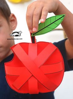 apple craft for fall Preschool Arts And Crafts, Craft Activities, Children Activities, Autumn Crafts, Fall Crafts For Kids, Blog Da Tia Ale, Fruit Crafts, Apple Unit, Apple Theme