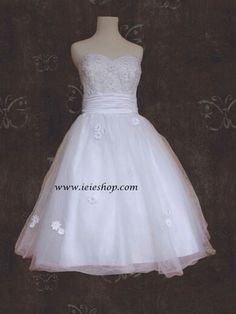 Retro Bombshell Style Tea Length Wedding Gown With Daisy Flowers