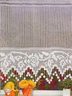 Eu adoro tudo o que é feito de crochê. Acho lindo o entrelaçar das tramas, o movimento do tecer. Para mim é como um poema, onde as palavras...