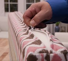 Make a zipper box cushion with your new machine Diy Sewing Projects, Sewing Projects For Beginners, Sewing Hacks, Sewing Tutorials, Sewing Crafts, Sewing Patterns, Sewing Tips, Sewing Box, Dress Patterns