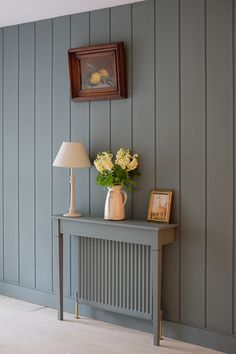 BritishStyleUK: 6 Things You Can Do To Hide Ugly Radiators - Dekoration Ideen 2019 Radiator Shelf, Painted Radiator, Kitchen Radiator, Flur Design, Home Design, Interior Design, Wall Design, Hallway Decorating, Entryway Decor