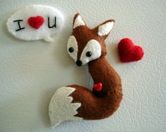 MINIATURE FELT FOX FRIDGE MAGNET/FIGURINE WITH PLUSH FELT HEART & TWO-SIDED SPEECH BUBBLE