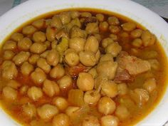 Garbanzos con pollo Nut Recipes, Chickpea Recipes, Mexican Food Recipes, Great Recipes, Cooking Recipes, Spanish Recipes, Bolivian Food, Costa Rican Food, Soup Dish