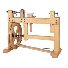 Is this a foot crank lathe?! <3 I wonder if I can use some of this design for a pottery wheel.