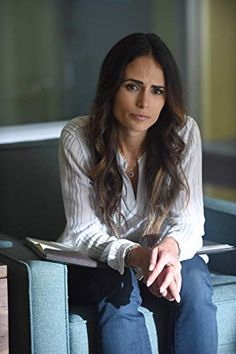 Jordana Brewster in Lethal Weapon Most Beautiful Hollywood Actress, Beautiful Actresses, Riggs And Murtaugh, The Hollywood Bowl, Lethal Weapon, Star Wars, Fast And Furious, Female Images, Beautiful Celebrities