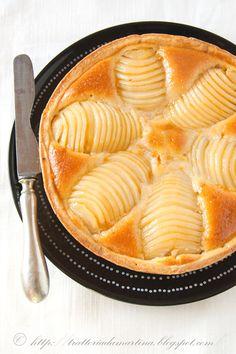 "Tarte Poire Amandine ou Tarte ""Bourdaloue"" - Pear and almond Tart Pie Dessert, Eat Dessert First, Dessert Recipes, Just Desserts, Delicious Desserts, Yummy Food, Pear Tart, Pear Pie, Winter Cakes"