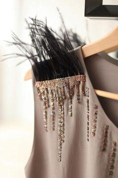 DIY Women's Fashion Ideas anyone can do Couture Embroidery, Embroidery Fashion, Beaded Embroidery, Embroidery Patterns, Hand Embroidery, Couture Details, Fashion Details, Diy Fashion, Ideias Fashion