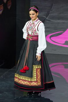 Mari Ekelof, Miss Universe Norway models in the National Costume contest at Vegas Mall on November Miss Universe Costumes, Miss Universe National Costume, Beautiful Outfits, Cool Outfits, Beautiful Clothes, Costume Contest, Costume Ideas, Carnival Costumes, Maternity Fashion