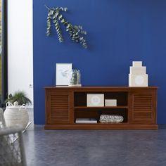 Ce meuble TV en acajou couleur chocolat dispose d'une grande capacité de rangement. Son style colonial, son matériau exotique et l'attention portée à ses finitions en font un meuble de style à part entière. #Tikamoon