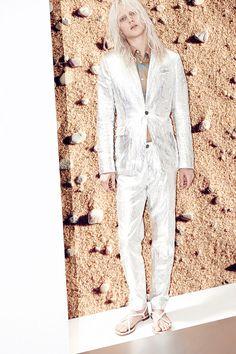 Lookbook: Metálicos, oversize y espíritu arty en Acne #Menswear SS14. http://www.vogue.mx/desfiles/primavera-verano-2014-paris-acne-menswear/7108